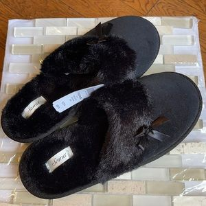 NWT Soma Black Velvet Slippers Size M